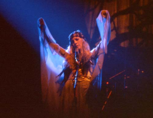 Stevie Nicks, 1975-3 - 20 KBytes