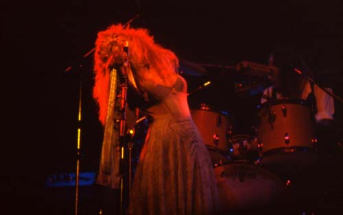Stevie Nicks, 1975-5 - 16 KBytes