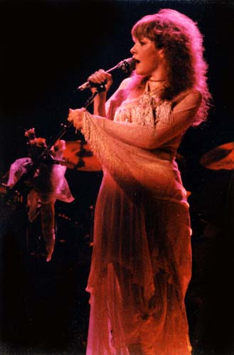 Stevie Nicks, 1975-7 - 24 KBytes