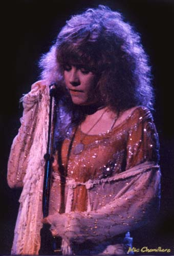 Stevie Nicks, 1975-8 - 31 KBytes